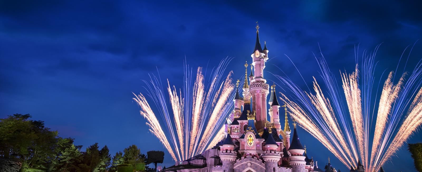 Disneyland© Paris night castle